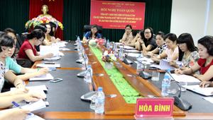 Lãnh đạo, cán bộ và hội viên Hội LHPN tỉnh tham gia hội nghị tại điểm cầu Hòa Bình.