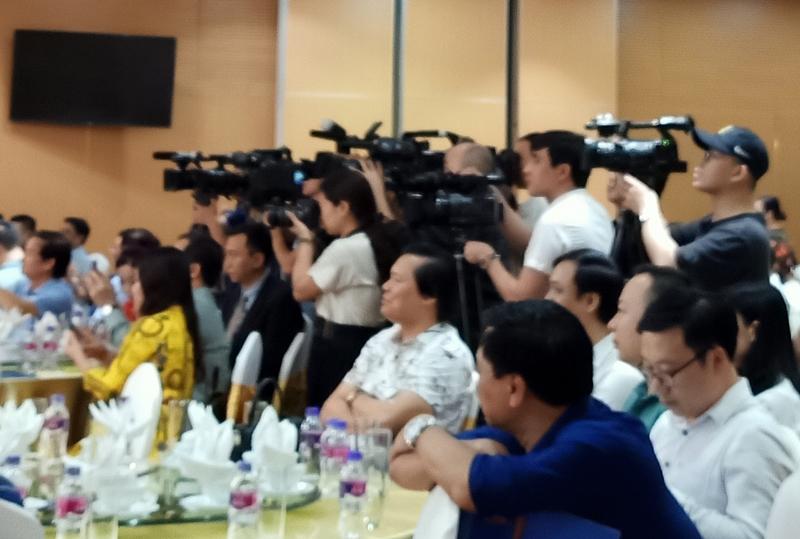 Phóng viên các cơ quan báo chí đưa tin về các sự kiên diễn ra tại tỉnh