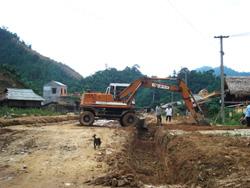 Nguồn vốn 135 đầu tư con đường Trung tâm cụm xã Tân Minh (Đà Bắc) tạo điều kiện giao thương các xã vùng cao.