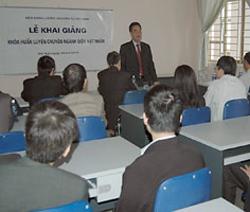 Viện NLNT VN thường xuyên tổ chức các khoá huấn luyện chuyên ngành cho cán bộ.