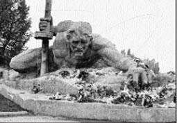 Tượng đài người lính Hồng quân Liên Xô trong cuộ chiến đấu bảo vệ pháo đài Brét.