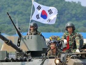 Một cuộc tập trận của quân đội Hàn Quốc ở thị trấn Paju sát biên giới với CHDCND Triều Tiên.