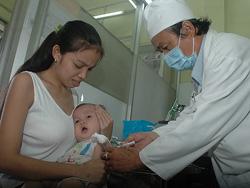 Tiêm vắc-xin 5 trong 1 tại Trạm Y tế phường 10, quận 3-TPHCM