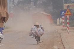 Xe chở đất, đá, cát, sỏi thủ phạm gây ô nhiễm môi trường