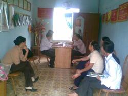 Hội phụ  nữ huyện Yên Thủy trao đổi kinh nghiệm và phòng chống buôn bán phụ nữ và trẻ em