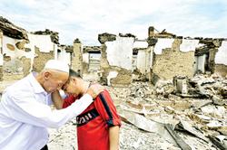 Người dân Kyrgyzstan đau buồn trước cảnh đổ nát hoang tàn
