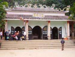 Khu di tích Chùa Tiên - Phú Lão thu hút đông đảo khách thập phương đến thăm quan