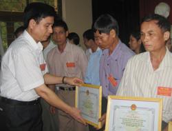 Huyện Kỳ Sơn tuyên dương, khen thưởng 16 cá nhân thuộc BCĐ phong trào các cấp
