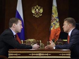 Tổng thống Nga Dmitry Medvedev (trái) gặp ông Alexei Miller, Chủ tịch Tập đoàn Dầu khí quốc doanh Gazprom, hôm 21-6.