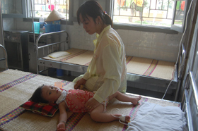 Trẻ nhỏ là nhóm có nguy cơ mắc cao mắc các bệnh dịch mùa hè.