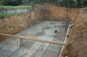 Bể chứa nước 6.000m3/ngày thuộc bờ phải đang được Công ty CP Kinh doanh nước sạch Hoà Bình gấp rút thi công.