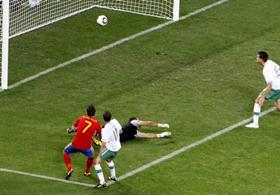 Torres đã thi đấu khá năng nổ ở những phút đầu tiên.