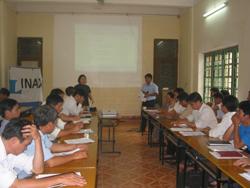 Đại biểu xã Nam Sơn (Tân Lạc) chia sẻ thông tin giáo dục môi trường