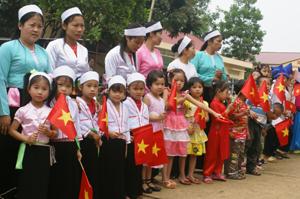 Các em thiếu nhi trường mầm non xã Phúc Tiến  (Kỳ Sơn) chào mừng ngày Quốc tế thiếu nhi 1/6.