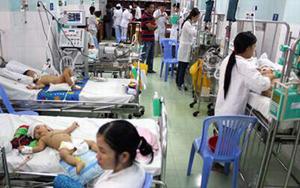 Nhiều trẻ bị bệnh tay - chân - miệng đang được điều trị tại Bệnh viện Nhi đồng 2, TP. HCM.