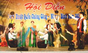 Tiết mục hát múa của thị trấn Hàng Trạm tại hội diễn được Ban tổ chức đánh giá cao.