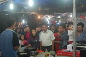 Nhiều khác tham quan hội chợ chưa thực sự yên tâm về chất lượng các mặt hàng có xuất sứ nước ngoài.