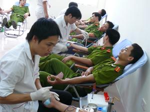 CBCS Công an tỉnh tham gia hiến máu  năm 2010