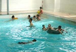 Dạy bơi cho trẻ là giải pháp hữu hiệu phòng ngừa tử vong do đuối nước gây ra.