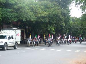 Diễu hành hưởng ứng tháng cao điểm chiến dịch dự phòng lây truyền HIV từ mẹ sang con năm 2011.