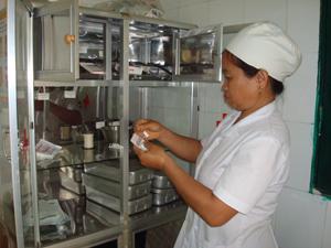 Trạm y tế xã Phong Phú được đầu tư các trang thiết bị thiết yếu giúp người dân thuận tiện tiếp cận các dịch vụ KHHGĐ.