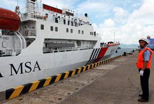 Tàu tuần tra Haixun 31 của Trung Quốc vừa rời Quảng Đông. Trên hành trình đến thăm Singappore, tàu này qua các quần đảo Hoàng Sa và Trường Sa.
