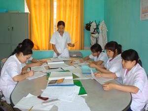 Hàng tuần, Trung tâm YTDP huyện Kỳ Sơn duy trì đều đặn họp giao ban với cán bộ giám sát để kịp thời nắm bắt tình hình dịch bệnh ở cơ sở.