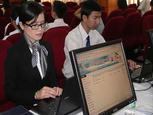 Ảnh minh họa: Nhân viên công ty cổ phần Lạc Việt thao tác trên máy tính (Ảnh: Nguyễn Hữu)