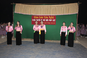 Hội LHPN tỉnh tổ chức đêm giao lưu truyền thông phòng - chống tệ nạn xã hội và tệ nạn ma túy tại xã Hang Kia ( Mai Châu).
