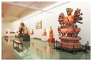 Một gian trưng bày của Bảo tàng Mỹ thuật Việt Nam