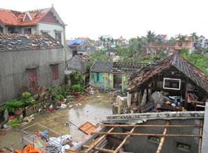 Cảnh tan hoang sau lốc xoáy ở xã An Lư, huyện Thủy Nguyên, Hải Phòng.