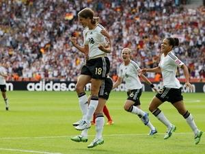 Các cầu thủ Đức ăn mừng thắng lợi.