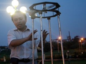 Anh Tuấn Sơn trả lời nhiều câu hỏi về thiên văn học của các bạn trẻ.