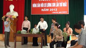 Các hội viên tham gia tiểu phẩm về quy trình, kỹ thuật sản xuất rau sạch.