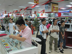 Sức mua di động giảm nhưng nhu cầu điện thoại cao cấp vẫn tăng.