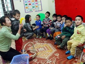Hướng dẫn trẻ tự kỷ nhận biết đồ vật.