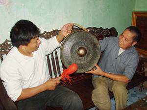 Ông Bùi Thanh Mẻo, xóm Bãi Bệ, xã Dũng Phong (Cao Phong)  người có nhiều năm gắn bó với văn hóa cồng chiêng Mường Thàng.