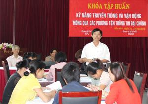 Tại lớp tập huấn, các học viên trao đổi kinh nghiệm thực tế của bản thân trong công tác truyền thông chữ Thái tại địa phương, cơ sở.