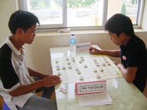 Trận cờ giữa 2 VĐV Bùi Văn Quynh và Phạm Thanh Sơn.