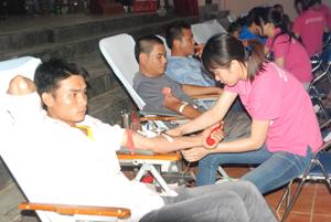 Lực lượng ĐV-TN Lương Sơn là nòng cốt trong việc tuyên truyền tham gia hiến máu nhân đạo. Ảnh: M.T