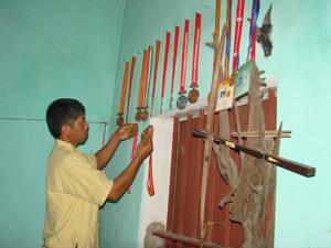 Gia đình anh Bùi Văn Thắng (xóm Quê Bộ, xã Kim Truy) đoạt nhiều huy chương tại các giải thể thao cấp huyện, cấp tỉnh và toàn quốc.