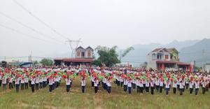 Màn đồng diễn của khối học sinh phổ thông tại lễ khai mạc đại hội TDTT xã Yên Trị năm 2013.