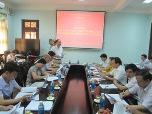 Lãnh đạo sở Y tế báo cáo với đoàn giám sát kết quả thực hiện Nghị quyết 39/2012/NQ-HĐND.