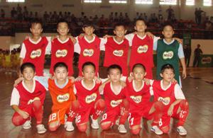 Sau khi đoạt cúp vô địch khu vực I, đội bóng tiểu học Hoà Bình tiếp tục đạt được thành tích tốt khi giành giải ba tại vòng chung kết toàn quốc./.