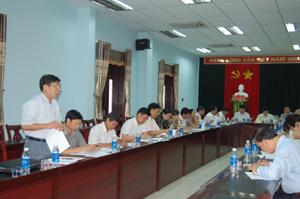 Ông Bùi Văn Môn, Chủ tịch UBND xã Hoà Sơn (Lương Sơn) kiến nghị với đoàn công tác của Ban Pháp chế (HĐND tỉnh) những điểm cần tháo gỡ trong công tác thu hồi đất GPMB.