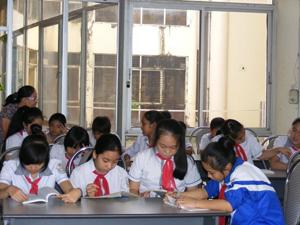 Thư viện tỉnh thu hút đông đọc giả là học sinh trên địa bàn thành phố vào dịp hè.