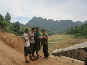 Các hộ dân thôn Nam Thượng (Nam Thượng - Kim Bôi) tiếp tục khiếu kiện vì công tác đền bù, hỗ trợ GPMB dự án hồ Cái Cha II chưa được giải quyết kịp thời, dứt điểm.