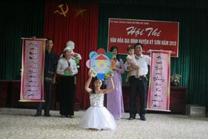 Gia đình chị Nguyễn Thị Luyến, xóm Bãi Nai, xã Mông Hoá đạt giải nhất tại hội thi văn hoá gia đình huyện Kỳ Sơn năm 2013.