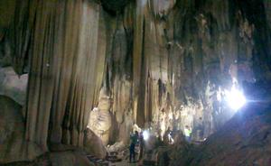 Động thác Bờ hấp dẫn du khách bởi giá trị văn hóa tâm linh và cảnh quan đẹp.