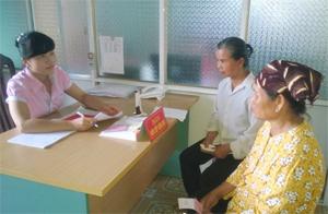 Mô hình Một cửa thân thiện trong đăng ký QSD đất huyện Cao Phong lấy lại thiện cảm trong đón tiếp người dân.
